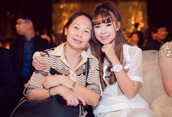 Sao Việt để mẹ làm quản lý: Khởi My sợ giữ tiền, Hoàng Thùy Linh sợ bị đuổi khỏi nhà - Hình 5