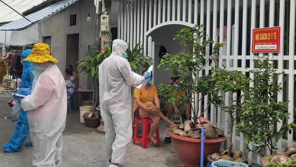 Người dân về quê: Quá tải khu cách ly, nguy cơ lây nhiễm chéo - Hình 3