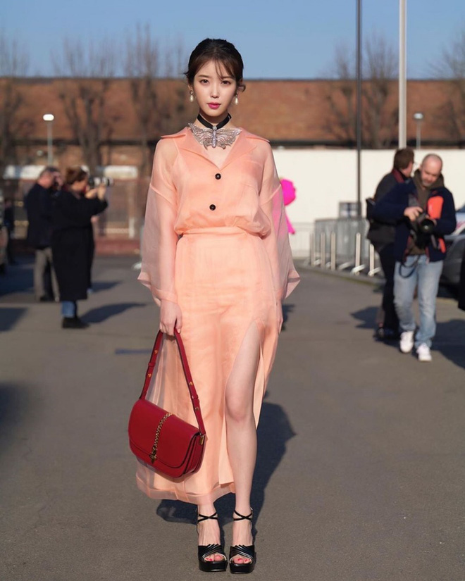 Dàn nữ thần Kpop đại náo Fashion Week: Jennie - Suzy cứ hở bạo là bung xoã xịt máu, Jisoo hay Krystal mới đạt ngưỡng visual nữ thần? - Hình 29