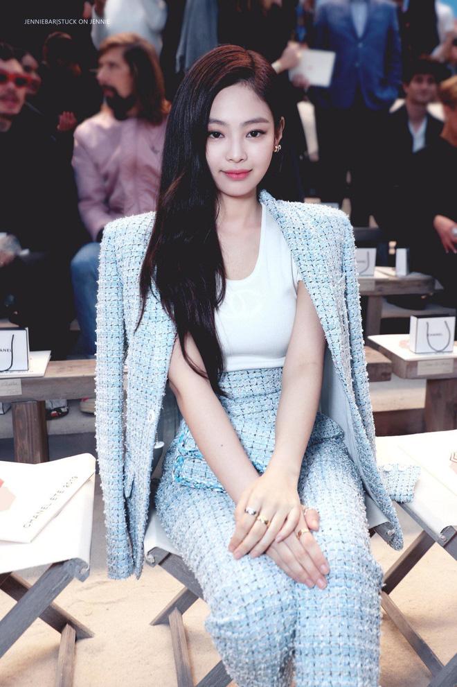 Dàn nữ thần Kpop đại náo Fashion Week: Jennie - Suzy cứ hở bạo là bung xoã xịt máu, Jisoo hay Krystal mới đạt ngưỡng visual nữ thần? - Hình 6