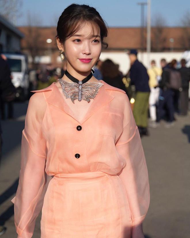 Dàn nữ thần Kpop đại náo Fashion Week: Jennie - Suzy cứ hở bạo là bung xoã xịt máu, Jisoo hay Krystal mới đạt ngưỡng visual nữ thần? - Hình 30