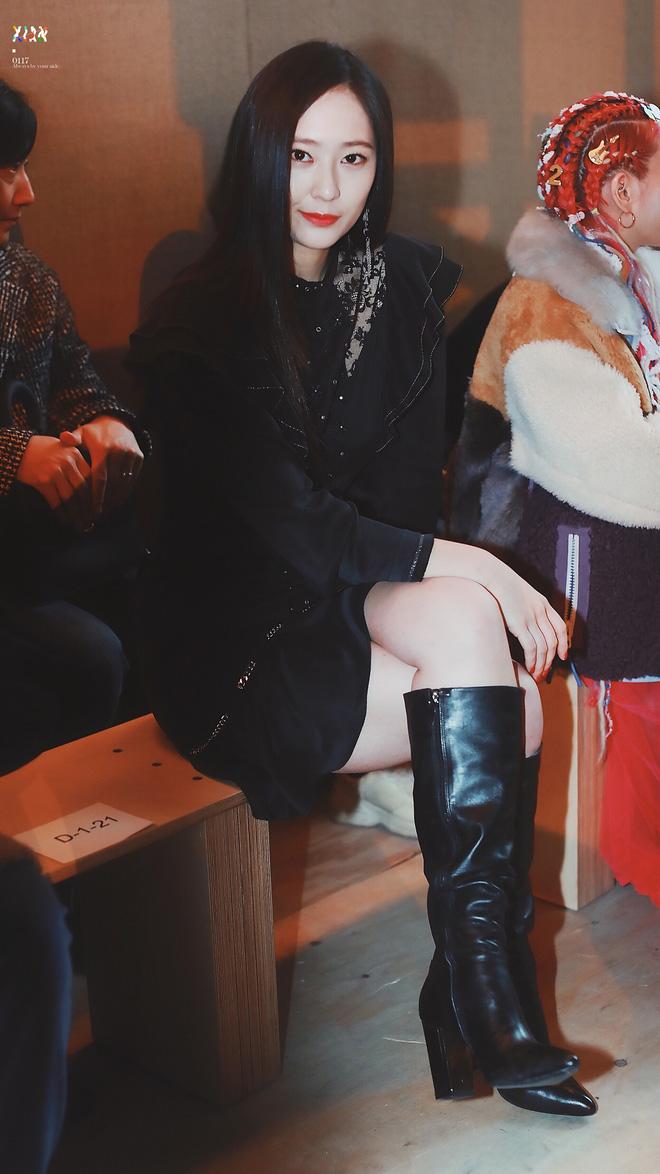 Dàn nữ thần Kpop đại náo Fashion Week: Jennie - Suzy cứ hở bạo là bung xoã xịt máu, Jisoo hay Krystal mới đạt ngưỡng visual nữ thần? - Hình 27