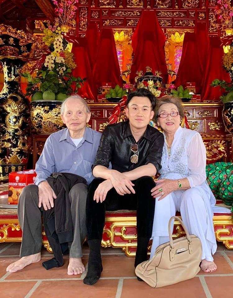 Trước lúc lâm chung, bố ruột Hoài Linh từng nhắn nhủ: Tiền của bá tánh, để lâu không tốt - Hình 4