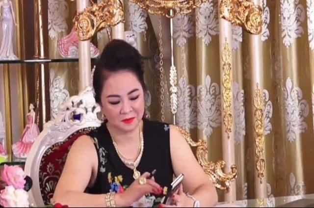 Bạn thân tiết lộ Phi Nhung từng stress nặng vì drama với bà Phương Hằng - Hình 1