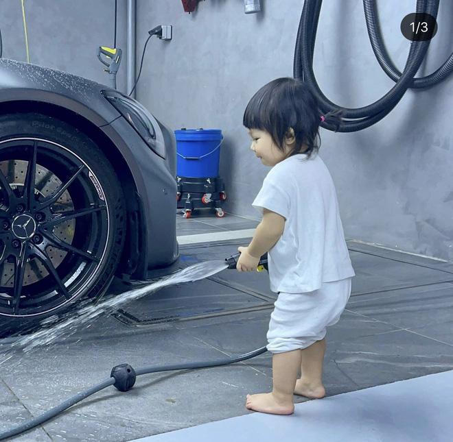 Ái nữ của Cường Đô La xắn quần để rửa siêu xe, 1 đại gia khét tiếng Sài thành vào chốt đơn ngay và luôn! - Hình 2