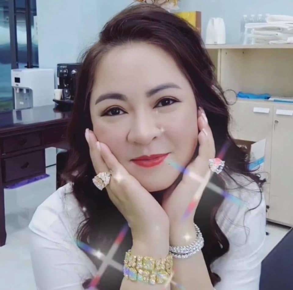 Bà Phương Hằng thách cả họ giới nghệ sĩ miền Nam kéo đến nhà đánh mình, đòi quản lý Phi Nhung trả 200 triệu cho Hồ Văn Cường - Hình 6