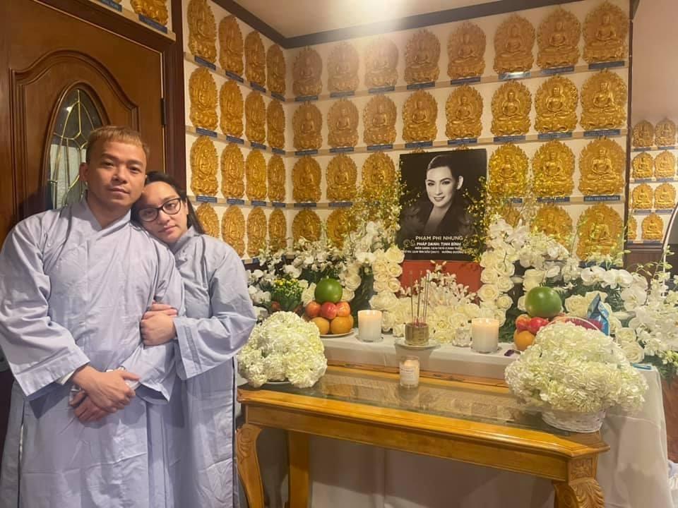 Không thể đưa tiễn chị, em trai Phi Nhung nghẹn ngào gửi lời tiễn biệt khiến ai cũng xót xa - Hình 1