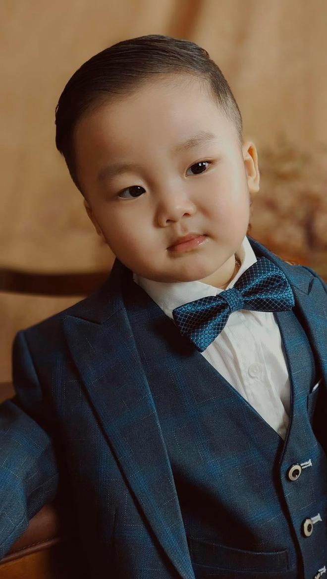 Tiệc sinh nhật tròn 2 tuổi của con trai Hòa Minzy: Hé lộ không gian trang trí đầy màu sắc, bố đại gia có động thái gì? - Hình 9