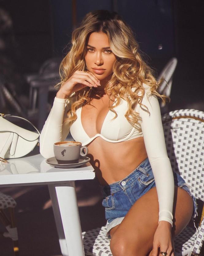 Người mẫu gốc Cuba Cindy Prado nóng bỏng với áo tắm Valentine đỏ rực - Hình 11