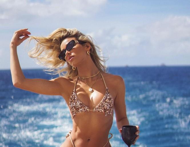 Người mẫu gốc Cuba Cindy Prado nóng bỏng với áo tắm Valentine đỏ rực - Hình 5