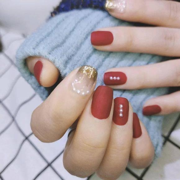 Những mẫu móng tay màu đỏ Tết được nhiều chị em chia sẻ! Giờ vẫn kịp để bạn làm đẹp cho mình - Hình 10