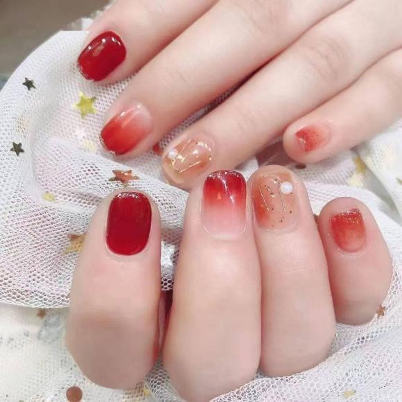Những mẫu móng tay màu đỏ Tết được nhiều chị em chia sẻ! Giờ vẫn kịp để bạn làm đẹp cho mình - Hình 33