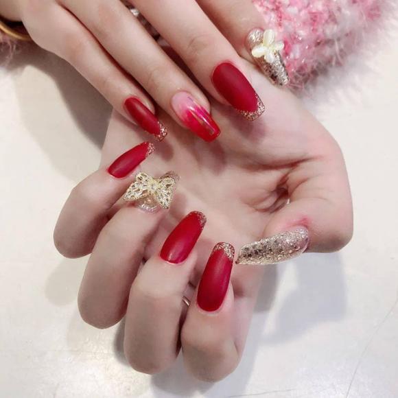 Những mẫu móng tay màu đỏ Tết được nhiều chị em chia sẻ! Giờ vẫn kịp để bạn làm đẹp cho mình - Hình 29
