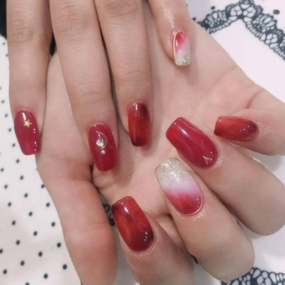 Những mẫu móng tay màu đỏ Tết được nhiều chị em chia sẻ! Giờ vẫn kịp để bạn làm đẹp cho mình - Hình 4