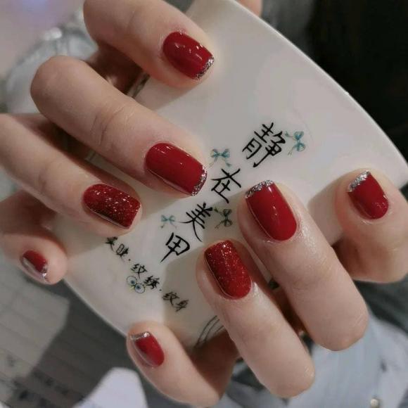 Những mẫu móng tay màu đỏ Tết được nhiều chị em chia sẻ! Giờ vẫn kịp để bạn làm đẹp cho mình - Hình 12