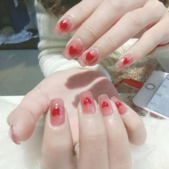 Những mẫu móng tay màu đỏ Tết được nhiều chị em chia sẻ! Giờ vẫn kịp để bạn làm đẹp cho mình - Hình 13