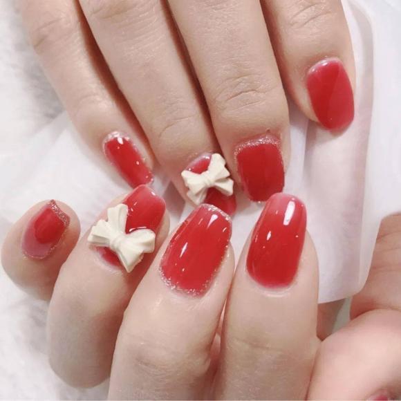 Những mẫu móng tay màu đỏ Tết được nhiều chị em chia sẻ! Giờ vẫn kịp để bạn làm đẹp cho mình - Hình 3