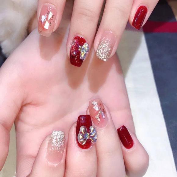 Những mẫu móng tay màu đỏ Tết được nhiều chị em chia sẻ! Giờ vẫn kịp để bạn làm đẹp cho mình - Hình 18