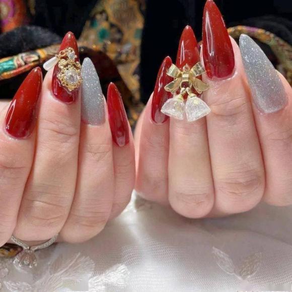 Những mẫu móng tay màu đỏ Tết được nhiều chị em chia sẻ! Giờ vẫn kịp để bạn làm đẹp cho mình - Hình 11