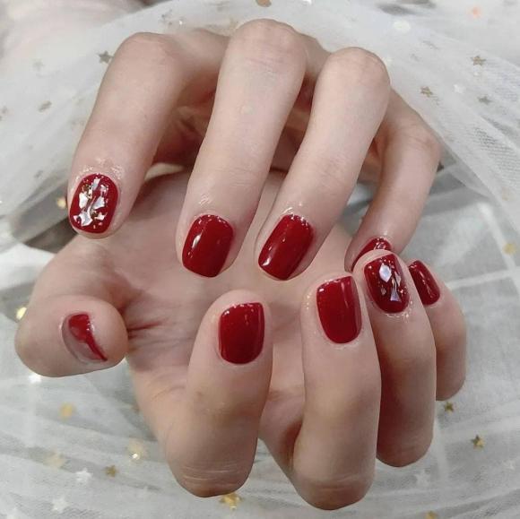 Những mẫu móng tay màu đỏ Tết được nhiều chị em chia sẻ! Giờ vẫn kịp để bạn làm đẹp cho mình - Hình 22