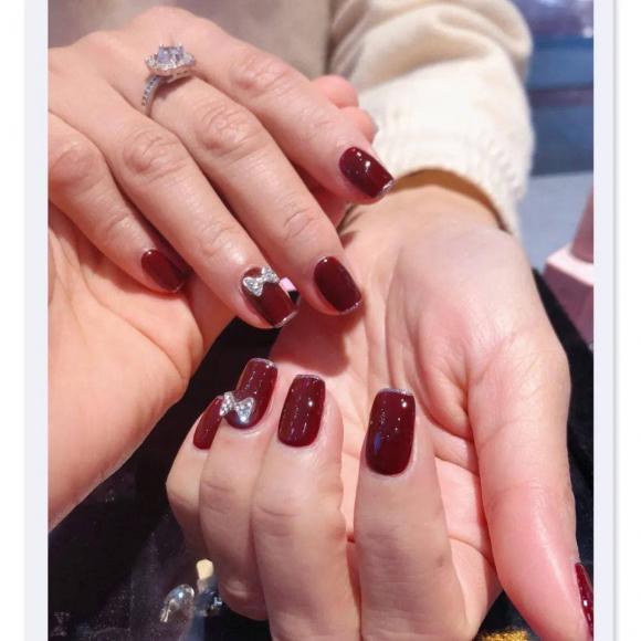 Những mẫu móng tay màu đỏ Tết được nhiều chị em chia sẻ! Giờ vẫn kịp để bạn làm đẹp cho mình - Hình 8