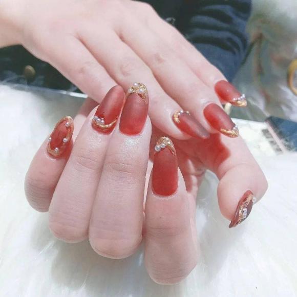 Những mẫu móng tay màu đỏ Tết được nhiều chị em chia sẻ! Giờ vẫn kịp để bạn làm đẹp cho mình - Hình 16