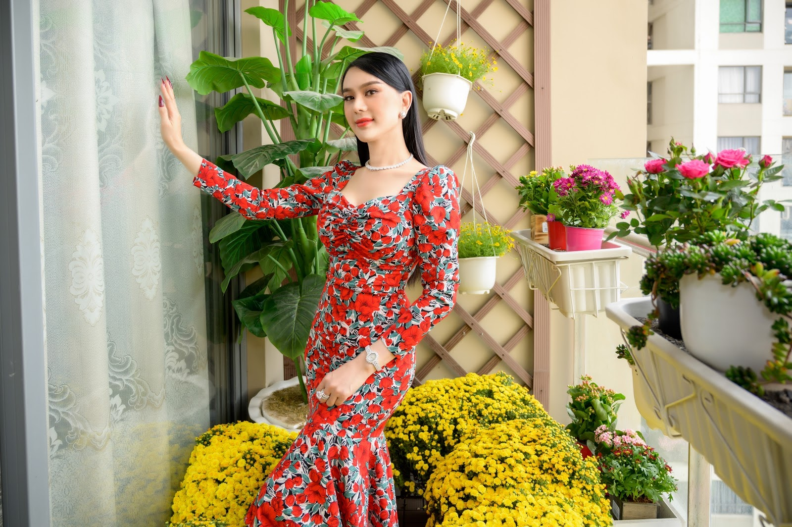 Vợ chồng Lâm Khánh Chi hạnh phúc trong ngôi nhà ngập tràn hoa đón Tết - Hình 2