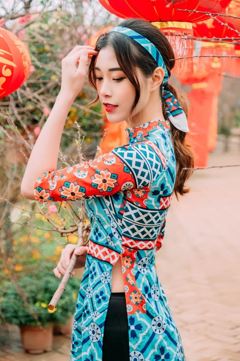Hot girl bóng chuyền diện áo dài khoe dáng yêu kiều đón Xuân - Hình 1