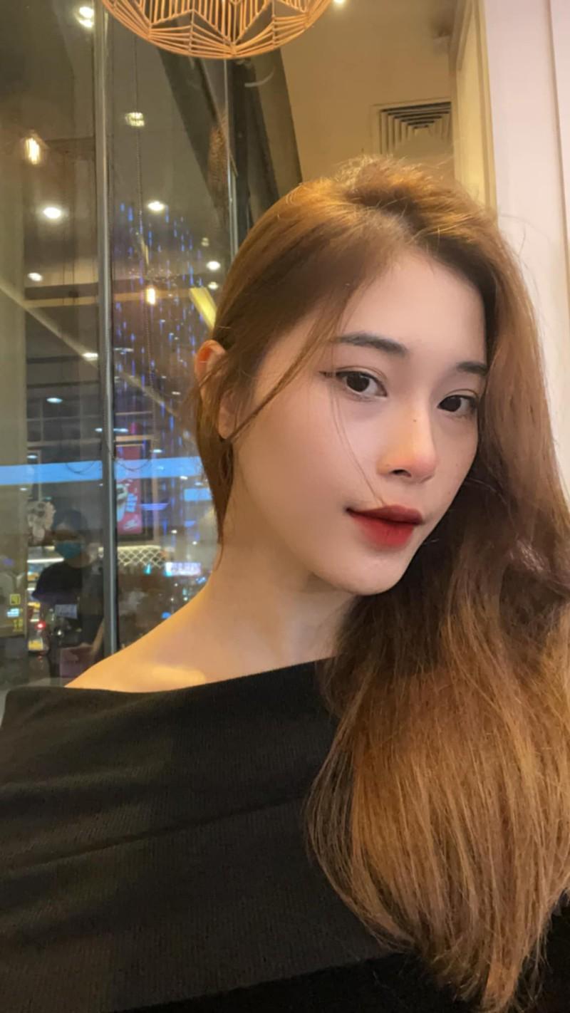 Hot girl bóng chuyền diện áo dài khoe dáng yêu kiều đón Xuân - Hình 8