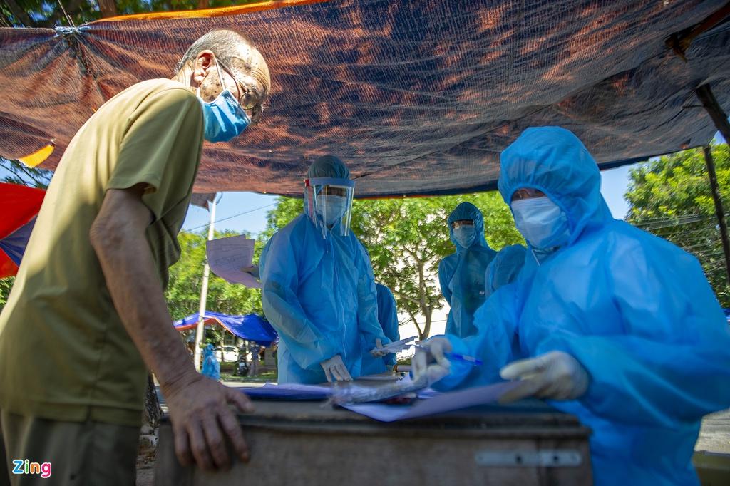 Lý do Việt Nam xét nghiệm Covid-19 rộng trong cộng đồng - Hình 2