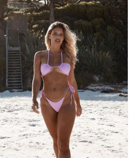Mỹ nhân Úc trình diễn bikini phô đường cong nảy lửa - Hình 3