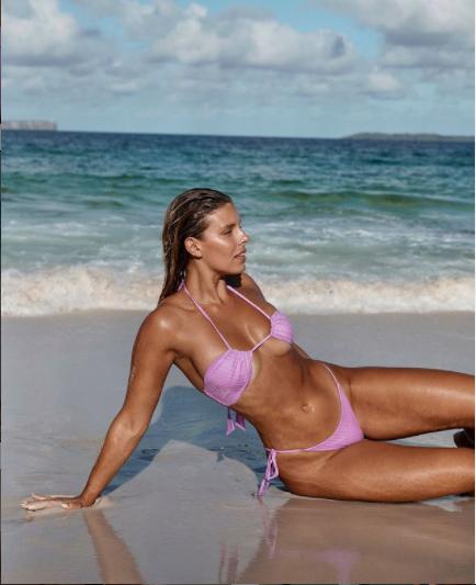 Mỹ nhân Úc trình diễn bikini phô đường cong nảy lửa - Hình 8