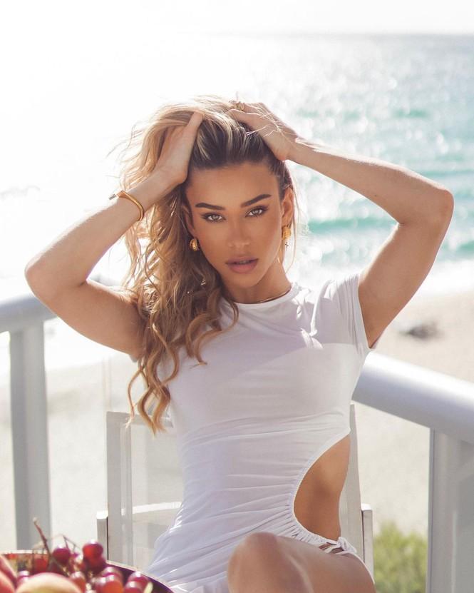 Đường cong quyến rũ mê mẩn của người mẫu áo tắm Cindy Prado - Hình 1