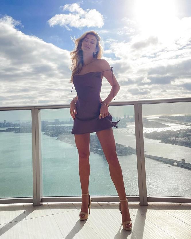 Đường cong quyến rũ mê mẩn của người mẫu áo tắm Cindy Prado - Hình 12