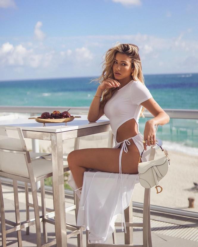 Đường cong quyến rũ mê mẩn của người mẫu áo tắm Cindy Prado - Hình 4