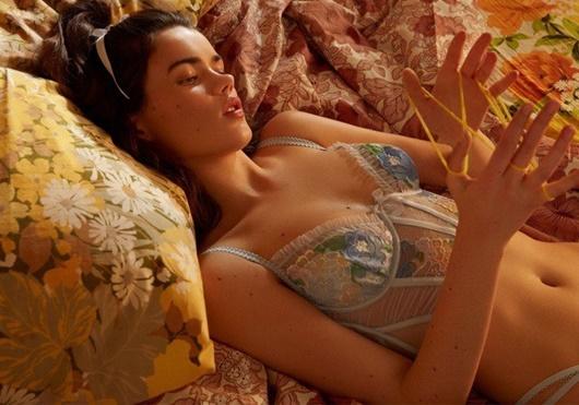 Nhan sắc như nàng thơ cùng body mướt mắt của người mẫu Victorias Secret đang được ưu ái - Hình 5