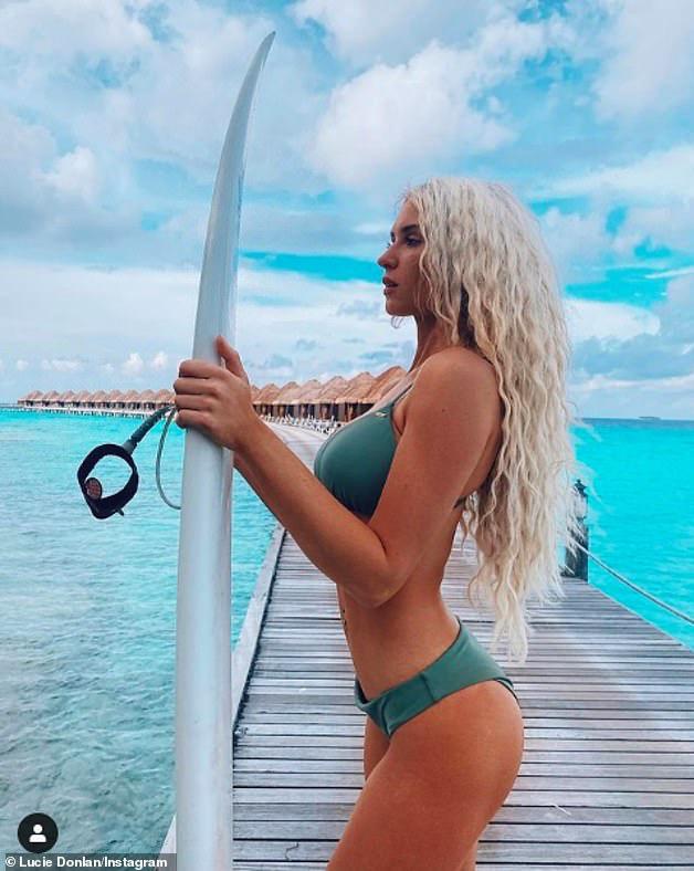 Người đẹp Lucie Donlan khoe cơ thể, đãi mắt người hâm mộ - Hình 2