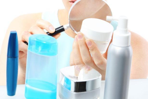 Soi bảng thành phần để chọn sữa rửa mặt an toàn cho da nhạy cảm - Hình 2