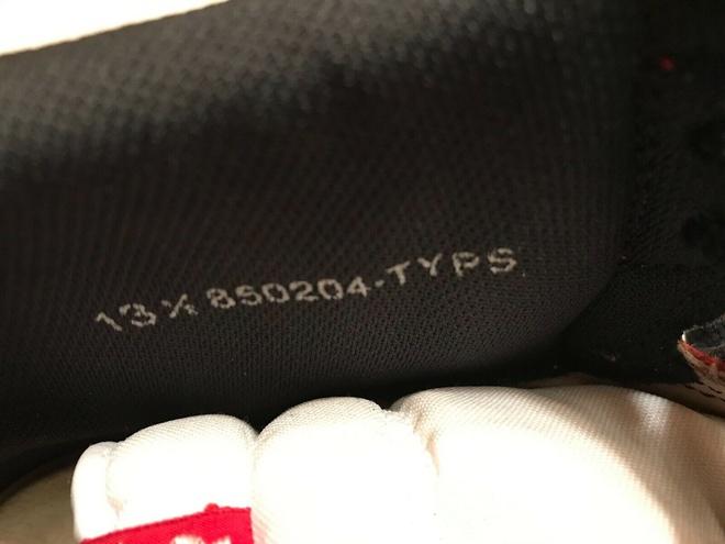 Giày có chữ ký của Michael Jordan được bán giá 1 triệu USD - Hình 2