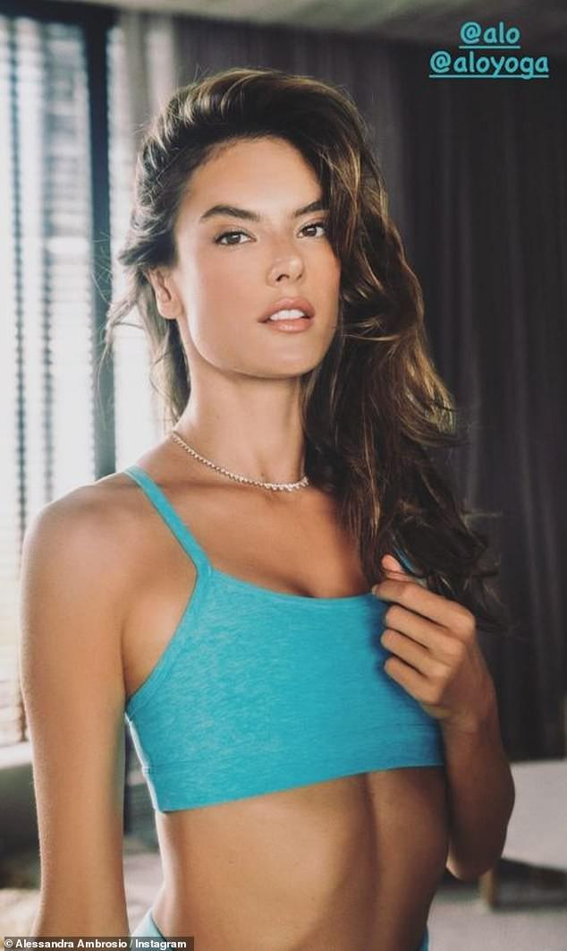 Siêu mẫu Alessandra Ambrosio xinh đẹp gợi cảm khó rời mắt - Hình 5