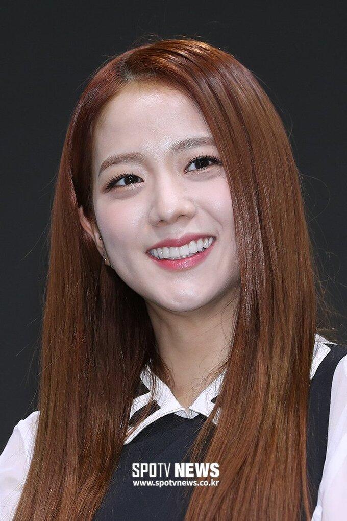 Ji Soo ngày càng ra dáng diễn viên nhờ đổi màu tóc, style make up - Hình 10