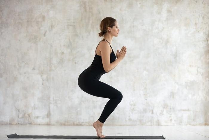 5 tư thế yoga giúp bạn gái đánh tan mỡ thừa, khoe eo thon gọn ngay trong Tết này - Hình 1