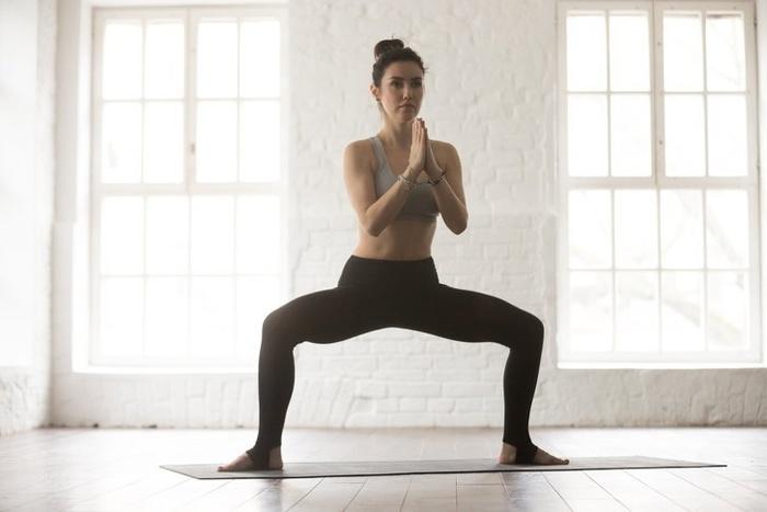 5 tư thế yoga giúp bạn gái đánh tan mỡ thừa, khoe eo thon gọn ngay trong Tết này - Hình 4
