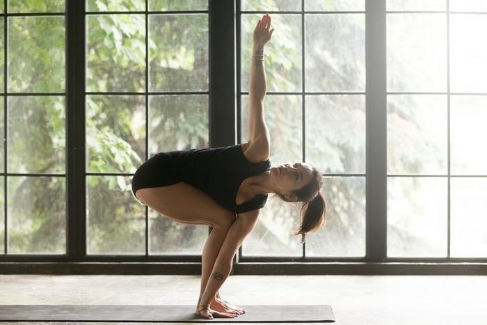 5 tư thế yoga giúp bạn gái đánh tan mỡ thừa, khoe eo thon gọn ngay trong Tết này - Hình 2