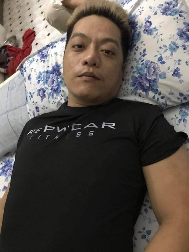 Xót xa hình ảnh nam ca sĩ 38 tuổi người tím tái, ăn uống khó khăn vì ung thư não - Hình 2