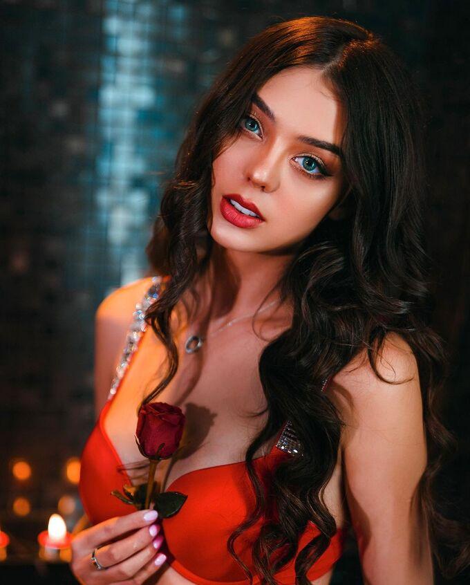 Bạn gái Tây của Bùi Tiến Dũng khoe ảnh bikini góc nào cũng sexy chết người - Hình 3