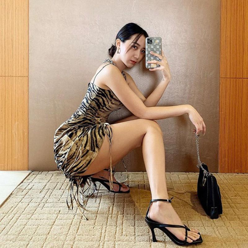 Bà chủ Hà thành khiến fan chảy máu mũi khi diện bikini - Hình 10