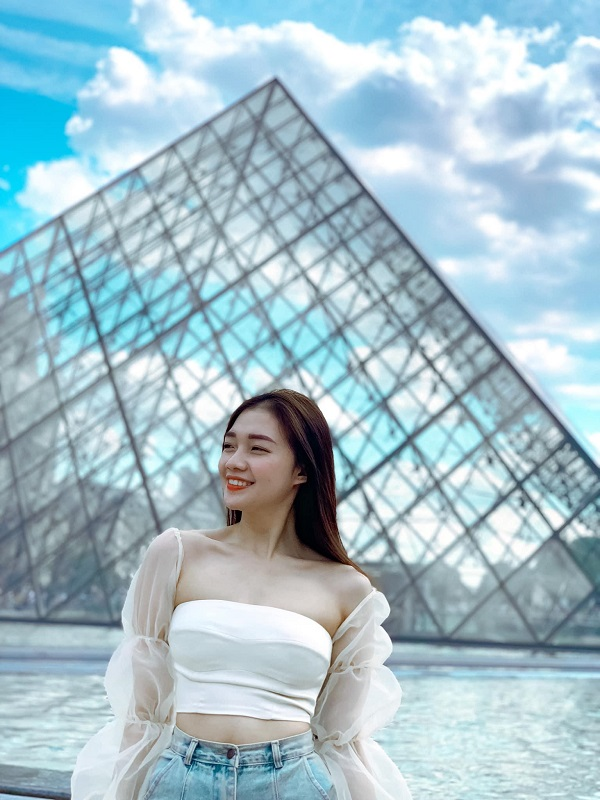 Nữ tiếp viên xinh đẹp của Vietnam Airlines đốt mắt người nhìn bằng loạt ảnh khoe vòng 1 căng đầy - Hình 2