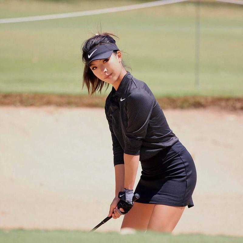 Vẻ đẹp nóng bỏng của nữ golf thủ xứ Trung mọi người đều mê - Hình 7