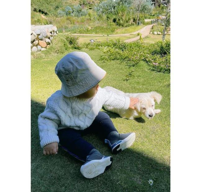 Instagram của 5 nhóc tỳ hot Vbiz có gì đặc biệt: Mẹ bỉm Đông Nhi từng gây tranh cãi, lướt trang con Hoà Minzy toàn ảnh hiếm! - Hình 4